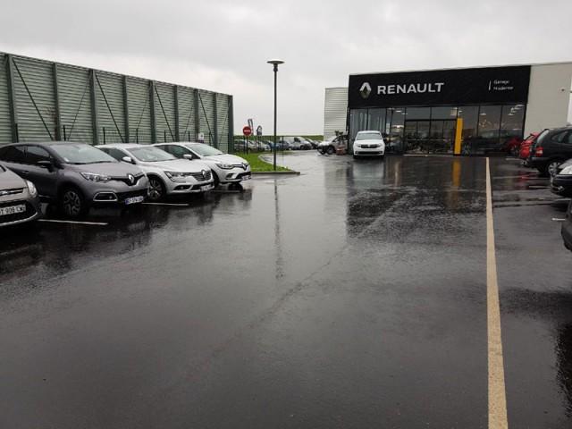 Plateforme commerciale et parking Garage Moderne à Etalondes