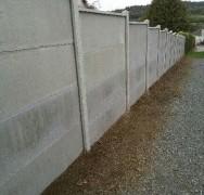 Pose clôture en plaques béton